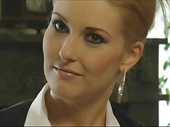 La MILF blondie fesser francesa Chloe te sorprenderá con su coño peludo