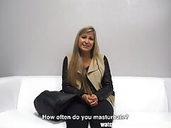 Una mujer joven me enseñó xxx anal casero a manejar las colas.
